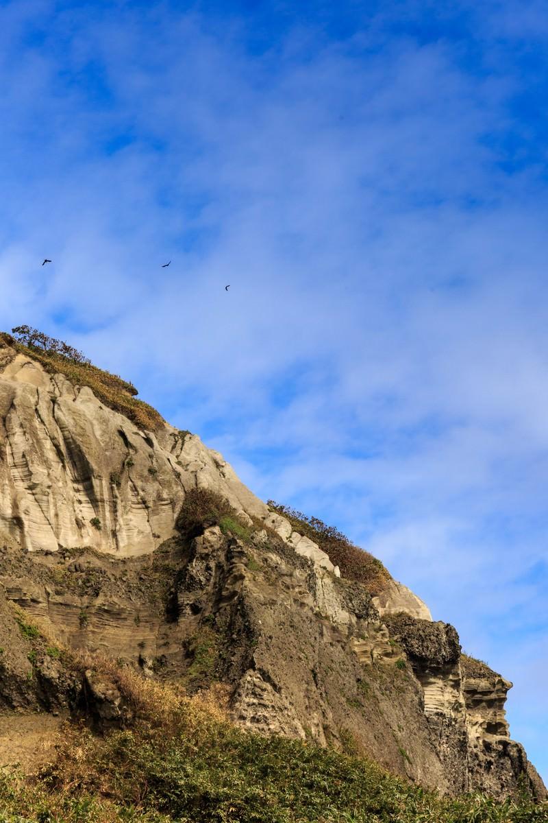 「イタンキ浜の断崖」の写真