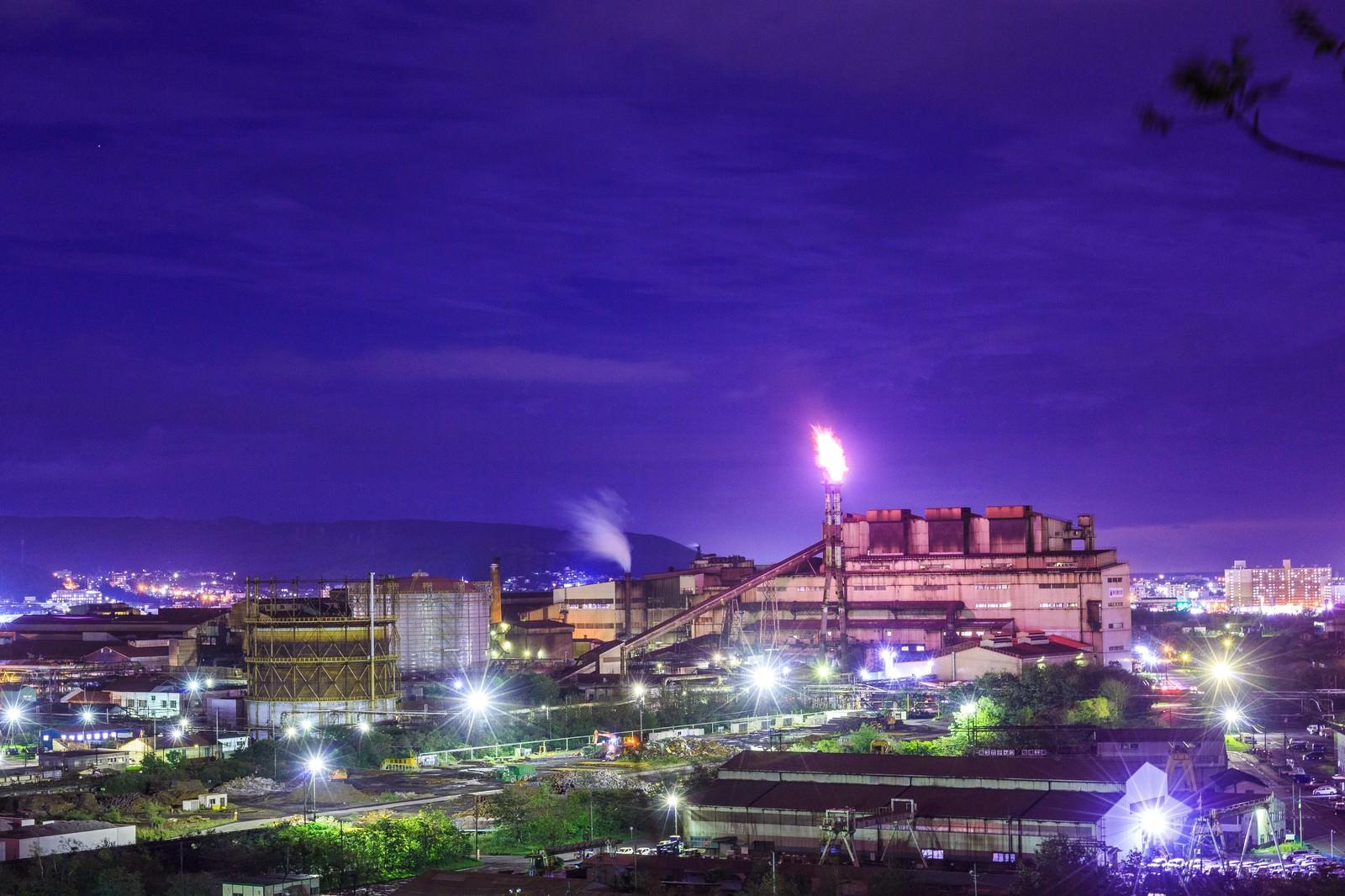 「室蘭の火を拭く工場萌え(夜景)室蘭の火を拭く工場萌え(夜景)」のフリー写真素材を拡大