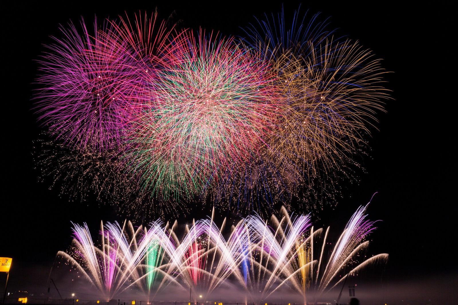 「ド派手な打ち上げ花火」の写真