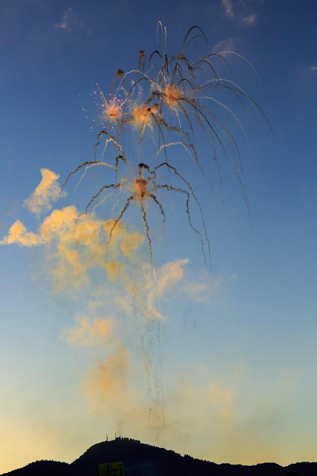 大曲の昼花火の写真