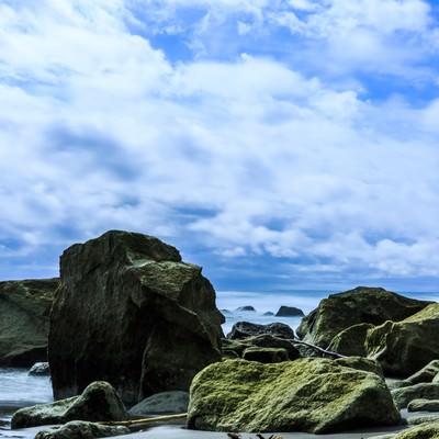 「イタンキ浜の岩」の写真素材