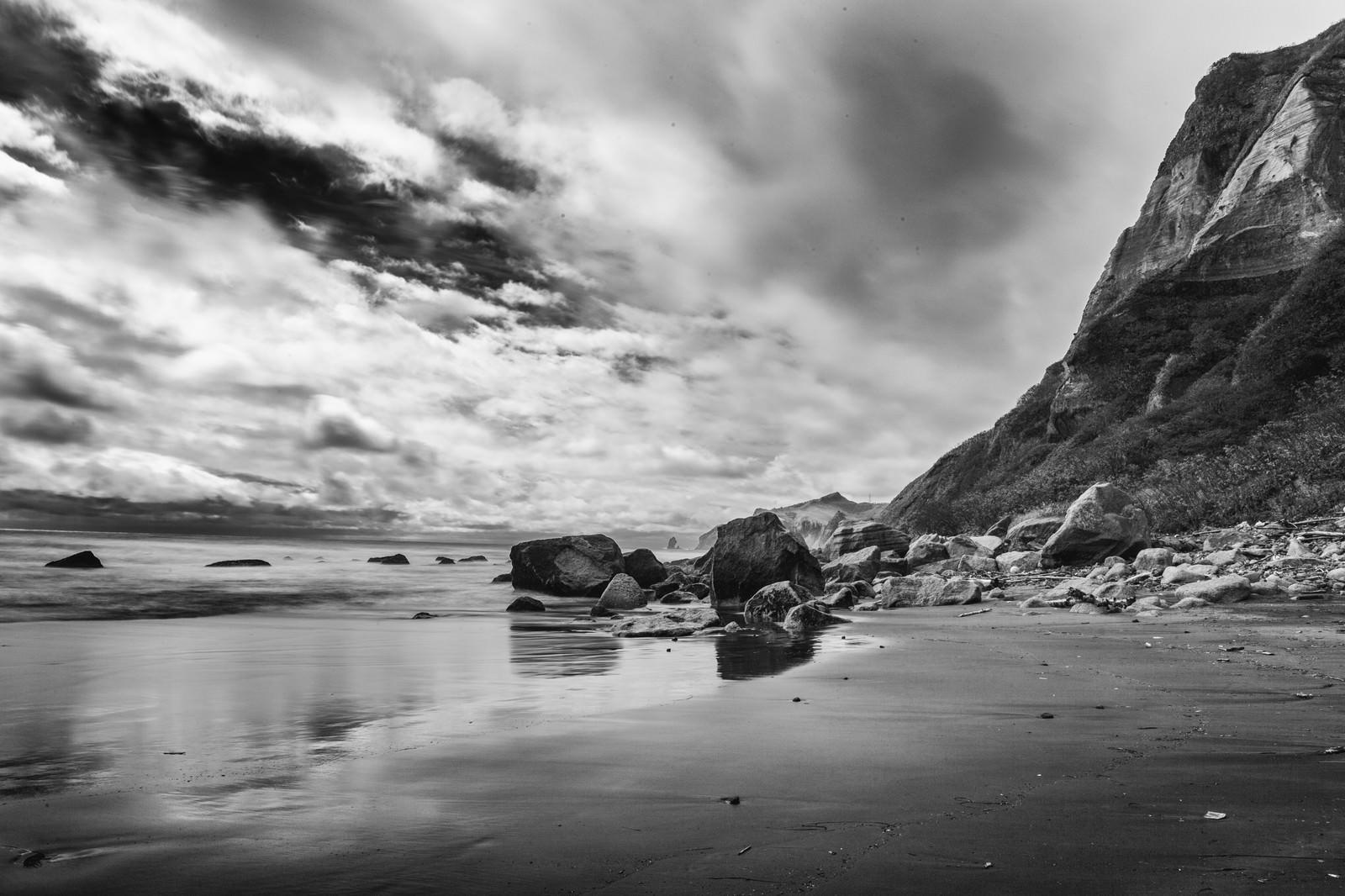 「イタンキ浜(モノクロ)イタンキ浜(モノクロ)」のフリー写真素材を拡大