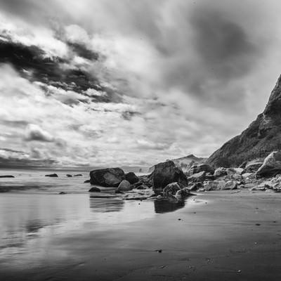 「イタンキ浜(モノクロ)」の写真素材