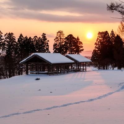 「雪国の日没」の写真素材