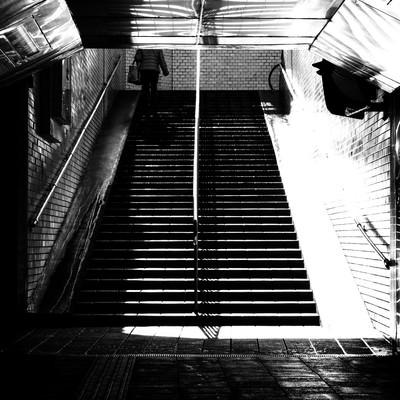 「地下通路(モノクロ)」の写真素材