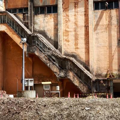 「古遠部鉱山の朽ちた昇降口」の写真素材
