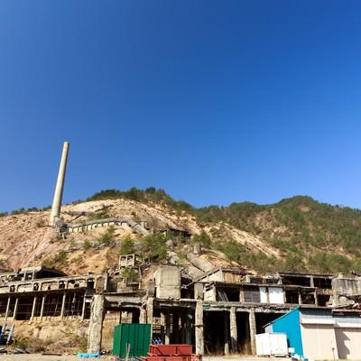 「尾去沢鉱山跡と青空」の写真素材