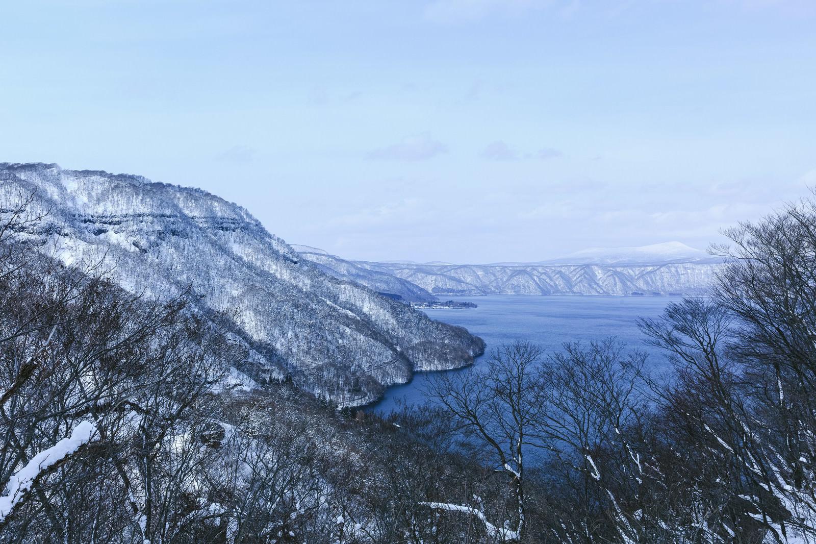 「冬の十和田湖冬の十和田湖」のフリー写真素材を拡大