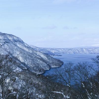 「冬の十和田湖」の写真素材
