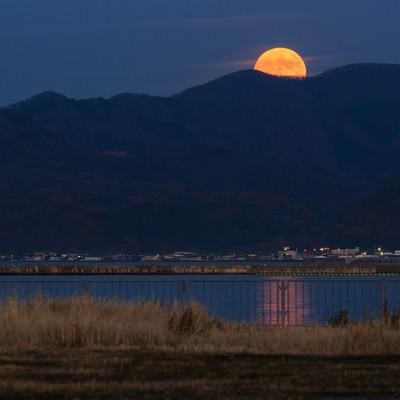 「満月こんにちは」の写真素材