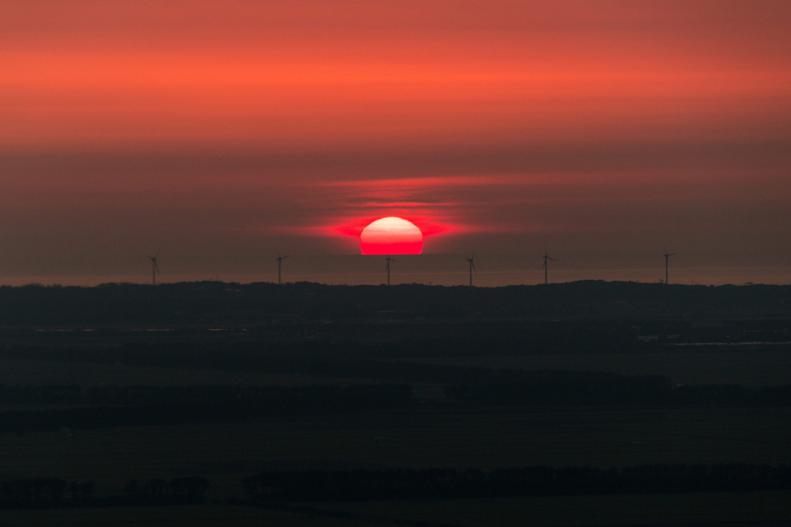 「海にとける夕日海にとける夕日」のフリー写真素材を拡大
