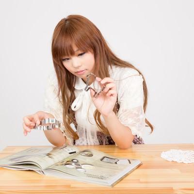 「お菓子作りの女の子」の写真素材