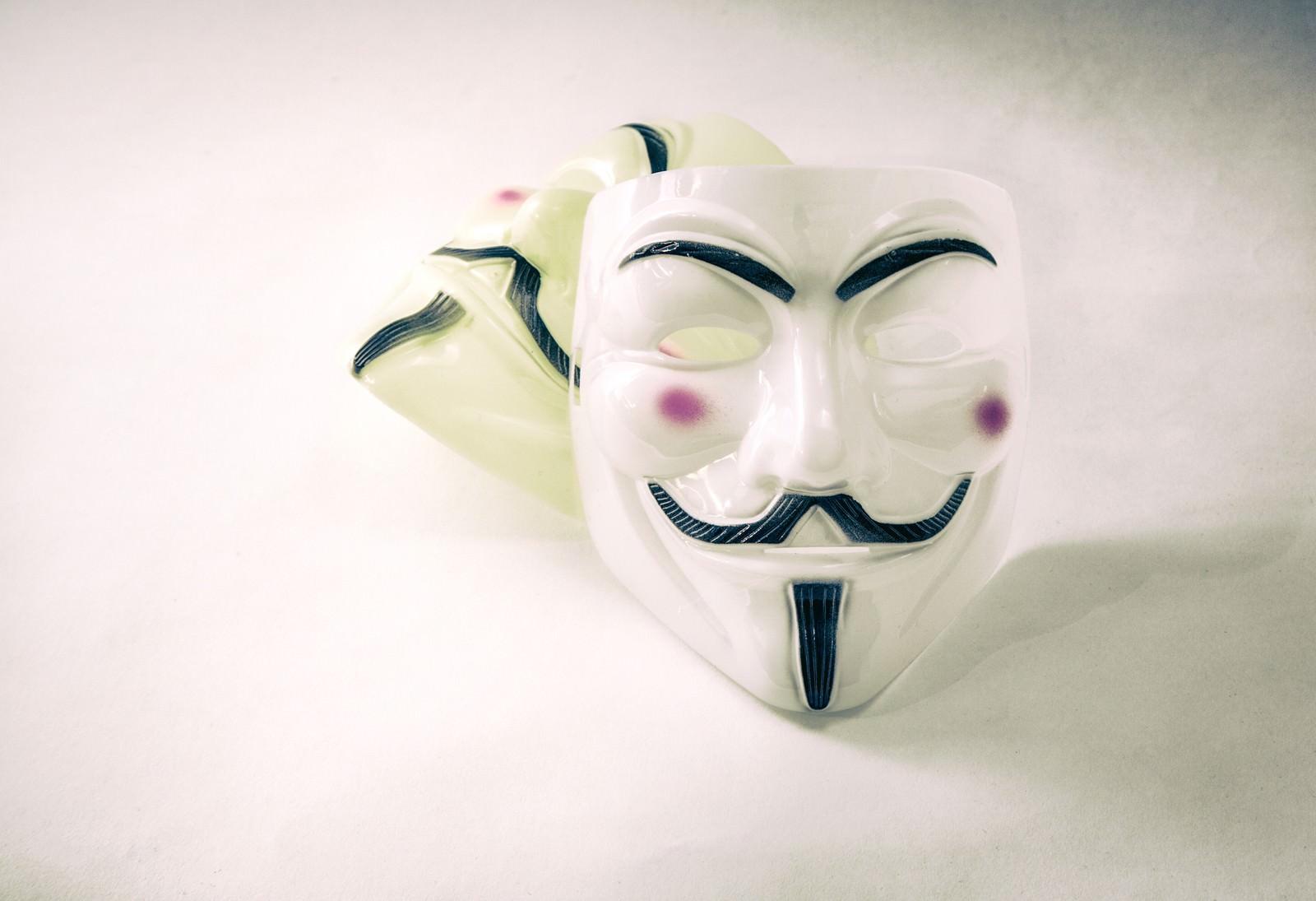 「不気味な表情の仮面」の写真