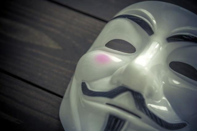 匿名性の高い仮面の写真