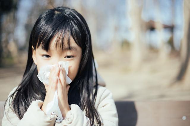 花粉症がつらみ少女の写真