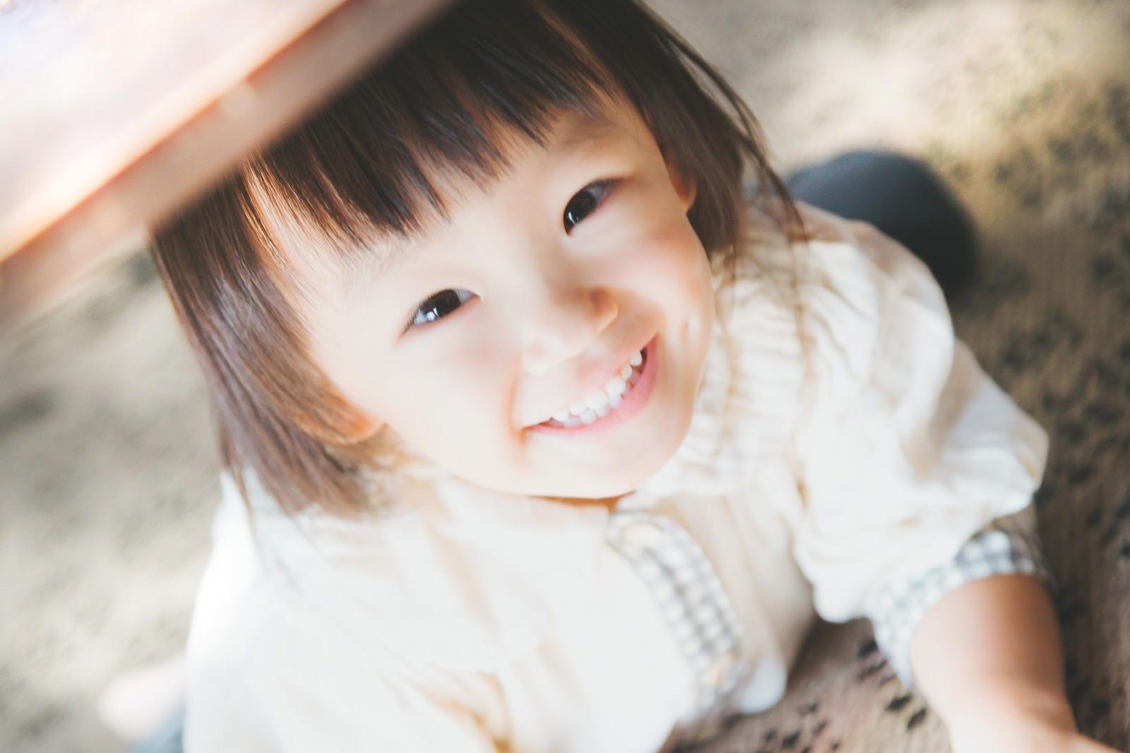 「満面の笑みの女の子」の写真[モデル:あんじゅ]