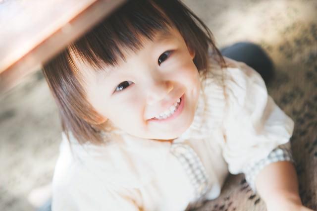 満面の笑みの女の子の写真