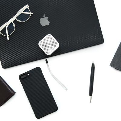 「白メガネとガジェット製品(スマートフォンなど)」の写真素材