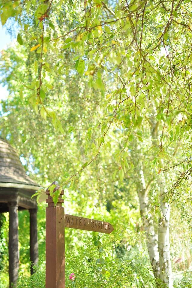 ハンプシャー州マナーハウスの庭園の写真