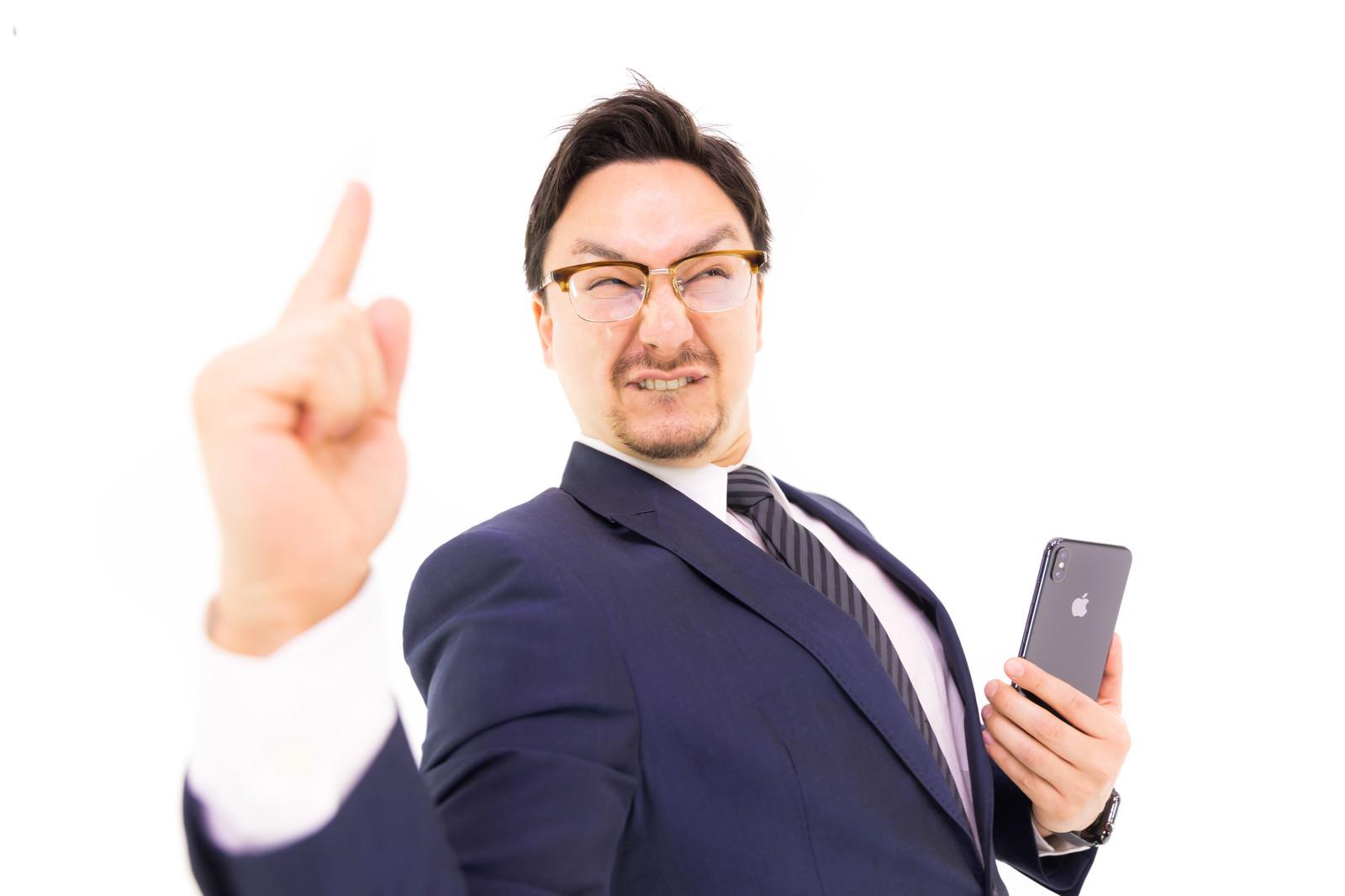 「ドヤ顔でiPhone XS Maxを自慢してくるうざいやつ」の写真[モデル:Max_Ezaki]