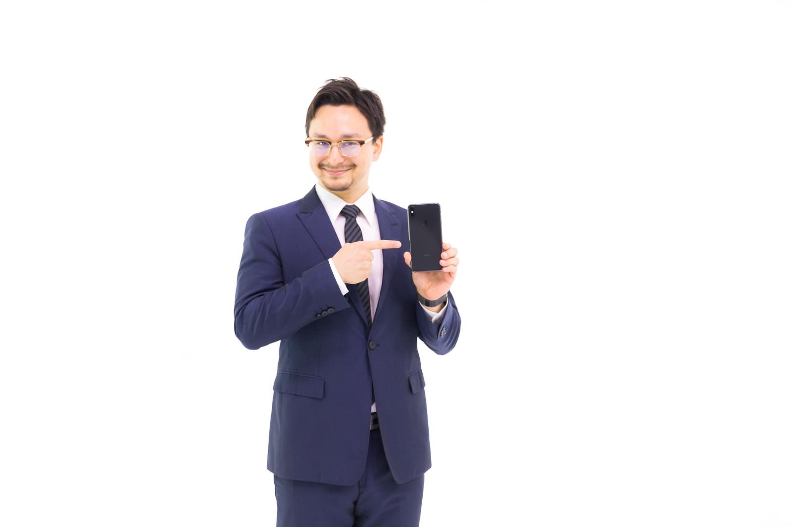 「これが新しい iPhone XS Max です」の写真[モデル:Max_Ezaki]