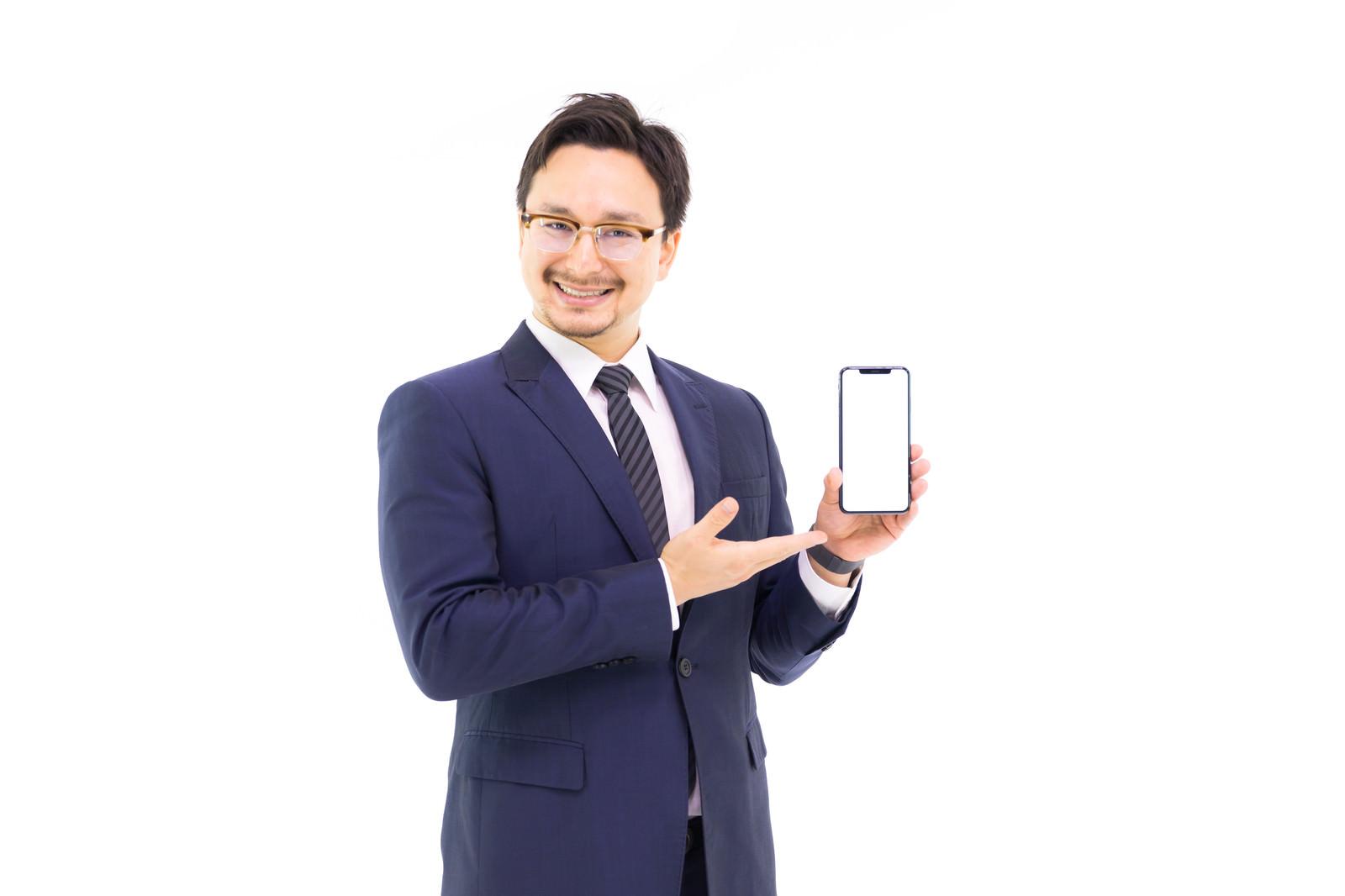 「iPhone XS Maxの6.5インチ大画面を提案するドイツ人ハーフiPhone XS Maxの6.5インチ大画面を提案するドイツ人ハーフ」[モデル:Max_Ezaki]のフリー写真素材を拡大