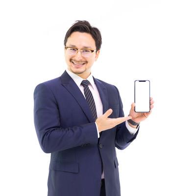 iPhone XS Maxの6.5インチ大画面を提案するドイツ人ハーフの写真