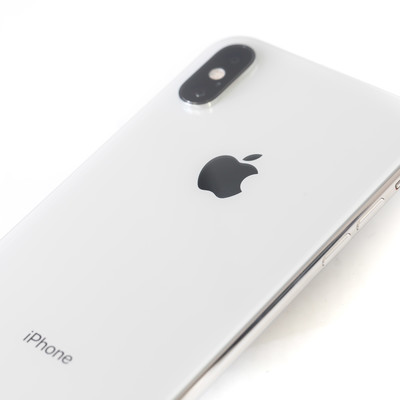 iPhone XS Max ホワイトの背面の写真