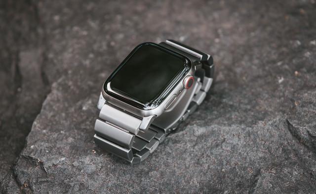 美しい Apple Watch(チタン)の写真