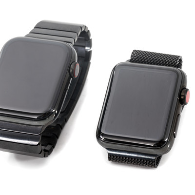 Apple Watch Series 4 と Apple Watch Series 3の写真