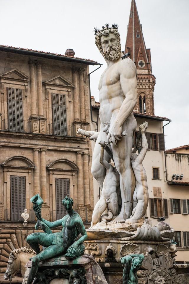 シニョーリア広場の彫刻の写真