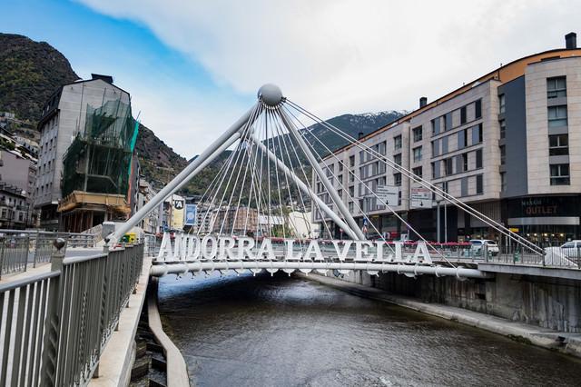 ANDRRA LA VELLA(アンドラ ラ ベリャ)と書かれた橋の写真