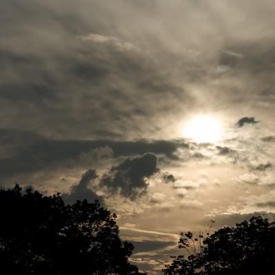 「日が落ちる空」の写真素材