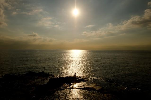 江ノ島の海と太陽の写真