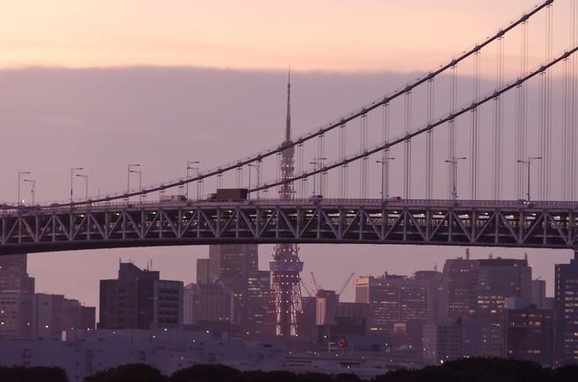 東京タワーとレインボーブリッジ(夕方)の写真