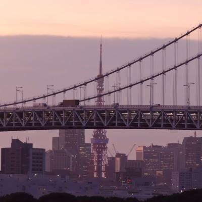 「東京タワーとレインボーブリッジ(夕方)」の写真素材
