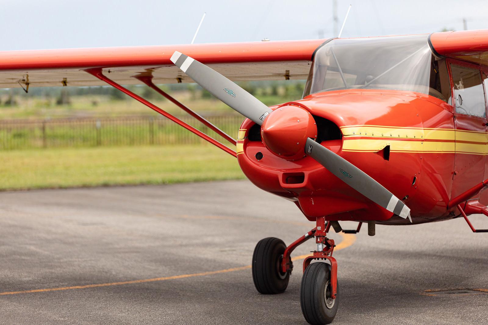 「小型飛行機のプロペラ」の写真