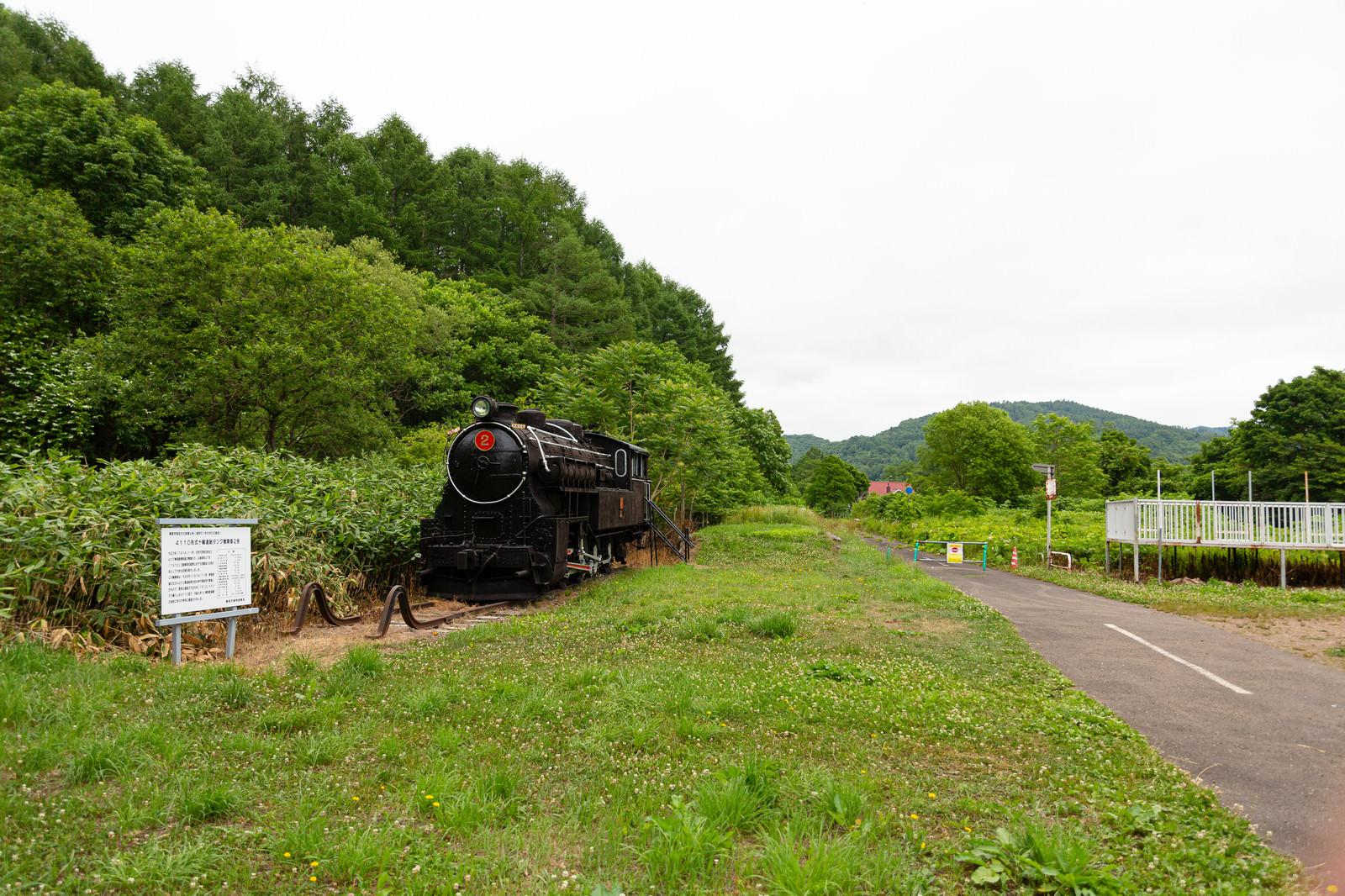 「東明駅に保存されている4110形式十輪連結タンク機関車2号」の写真