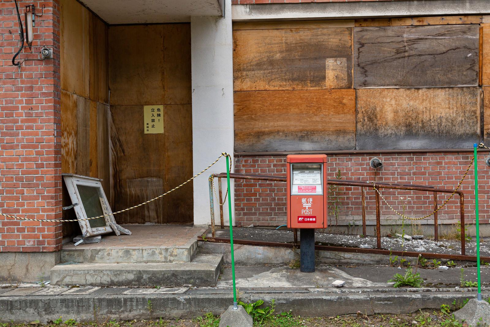 「我路郵便局の郵便ポストは利用可能」の写真