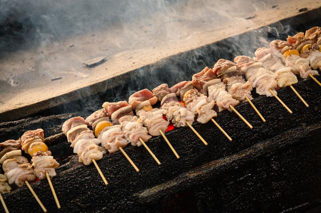 鶏の様々な部位を食べられる美唄焼き鳥の写真