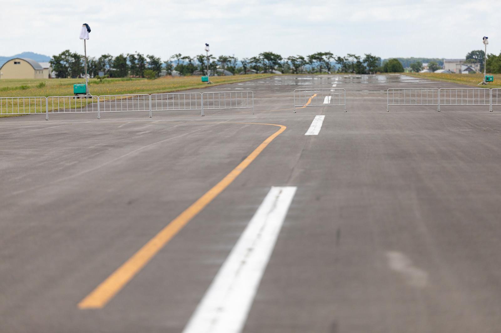 「美唄市農道離着陸場の滑走路」の写真