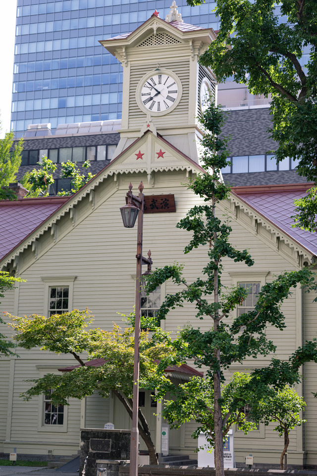 歴史的建造物の札幌市時計台(北海道札幌市中央区)の写真