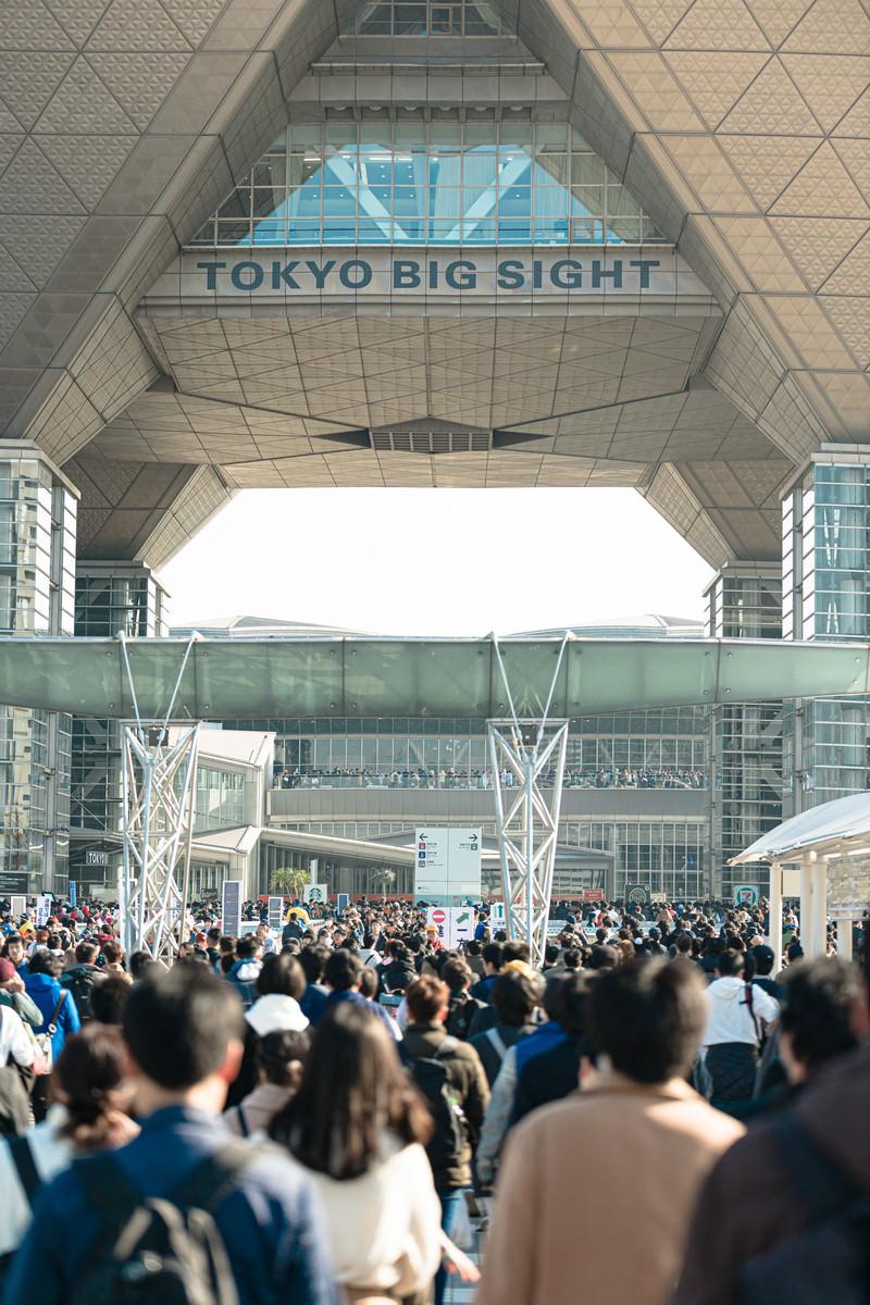 「TOKYO BIG SIGHT と人混み」の写真