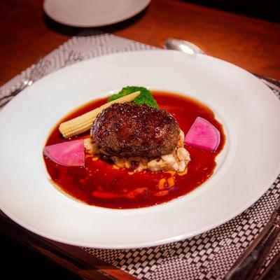 「フレンチレストランのフォアグラハンバーグ」の写真素材