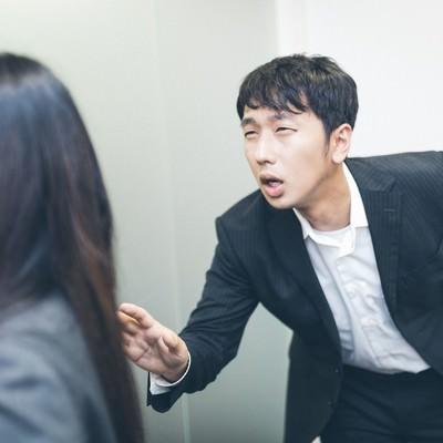 「「ちょ、待てよ!」と部下を呼び止める木村部長」の写真素材