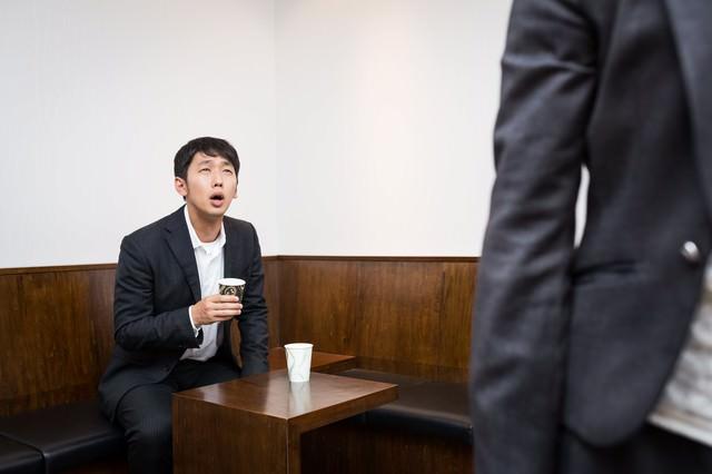 社運のかかった交渉が決裂し唖然とする代表取締役の写真