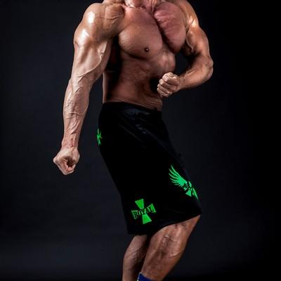 絵に描いたような筋骨隆々マンの写真