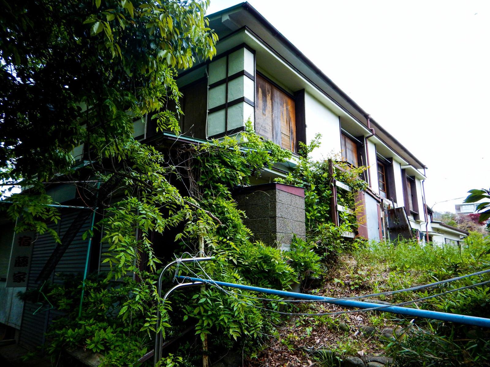 「廃業した空き旅館」の写真