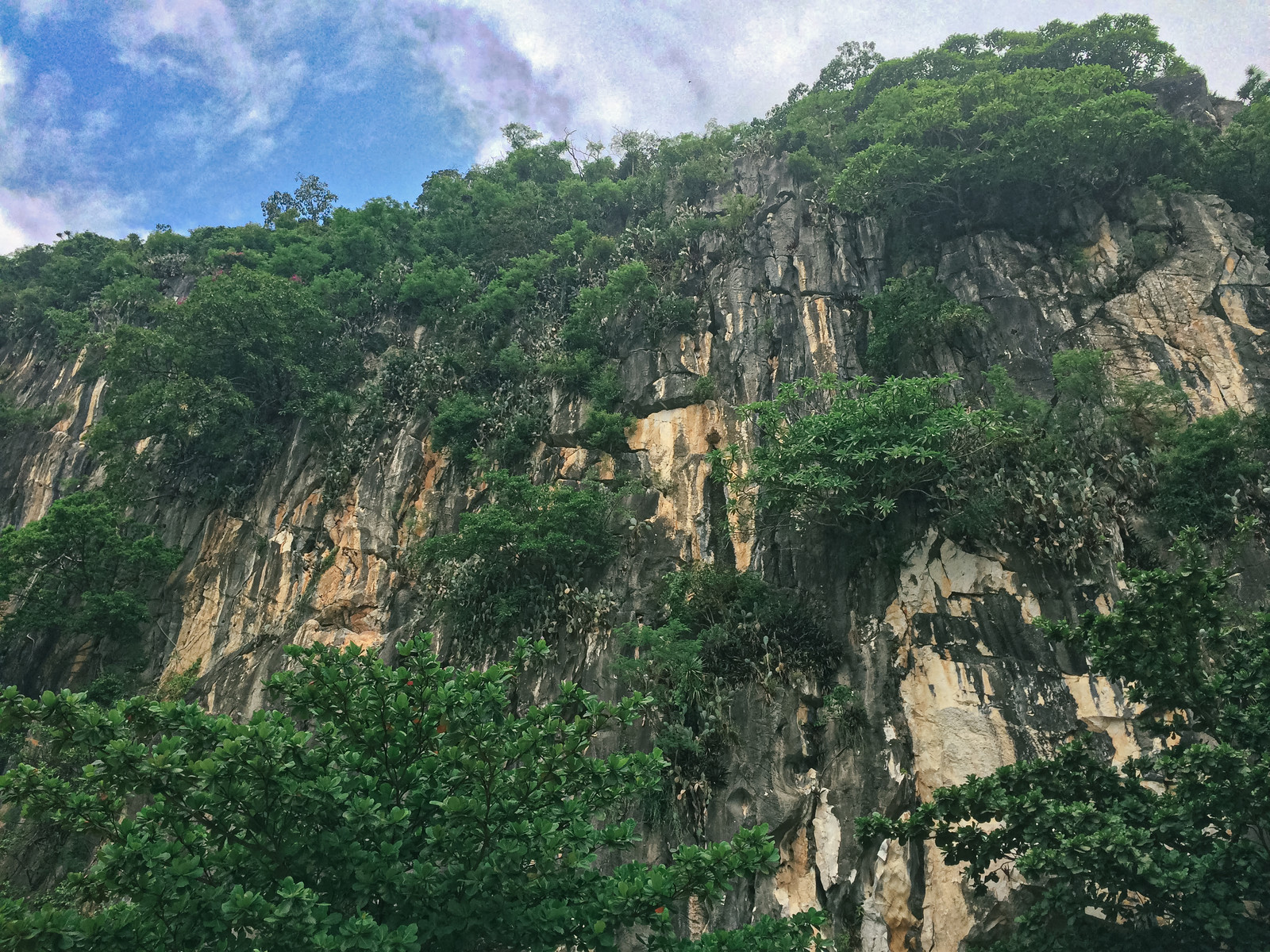 「ベトナムダナンの五行山(マーブル・マウンテン)」の写真