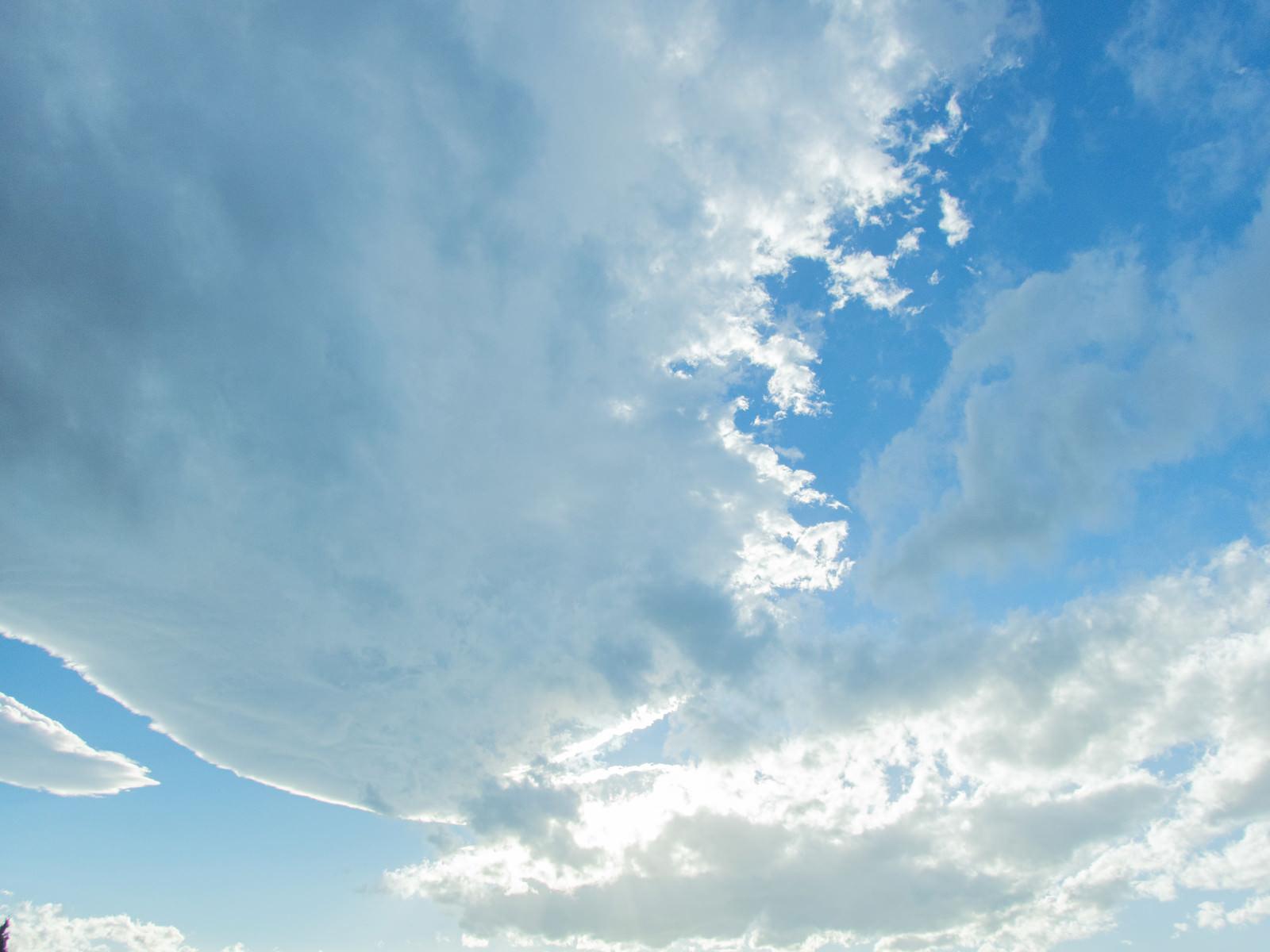 「日が雲に隠れる」の写真